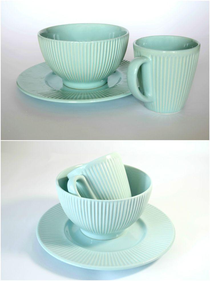 Limpet Shell - набор посуды для завтрака на 1 персону. ЧАШКА + ПИАЛА + ДЕСЕРТНАЯ ТАРЕЛКА. Глазурованная керамика. Подходит для микроволновой печи и для посудомоечной машины.  --  Цена 320 грн.  --  #красиваяпосуда #посуд #посуда #керамика #ceramics #pottery #polishpottery   ceramic tableware   pottery   polish pottery   посуда   керамическая посуда   польская керамика    польская посуда   керамика   красивая посуда   наборы для завтрака