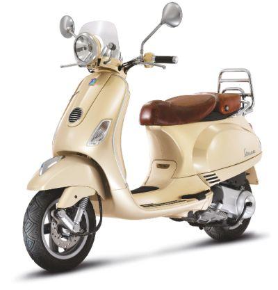 Nouveauté Scooter : Vespa LXV 125 beige siena série vintage - 125 cm3 - Actualités scooters - LXV - Scooter - Vespa - Caradisiac Moto - Caradisiac.com