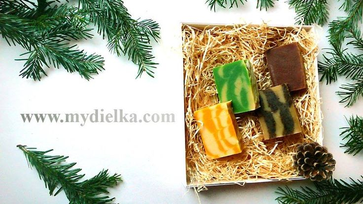 Christmas box with honey, cinnamon, lemon and mint and cloves soaps