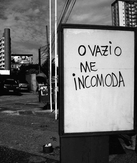 Saudade é uma coisa difícil de traduzir. Em dois sentidos. Primeiramente, porque só no idioma brasileiro existe uma palavra para definir a complexidade deste sentimento. E só na alma humana se desenvolve um vazio tão cortante.