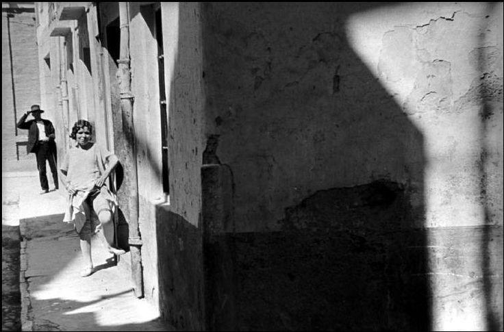 Henri Cartier-Bresson 1933 Barcelona. Bario Chino SPAIN. Magnum Photos -