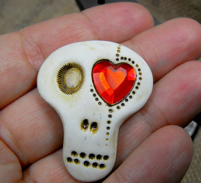 Sugar skull brooch. This guy is always in love... by The Monster Of My Heart