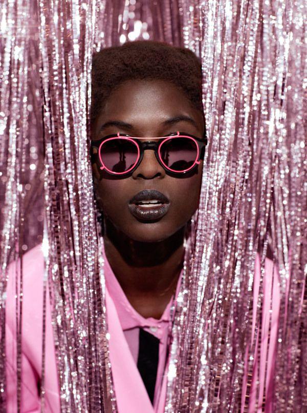 FOAM Tinsel Town by Julia Galdo, via Behance Tinsel Town, Fashion Feature shot for Foam Magazine, 2012. JUCO.
