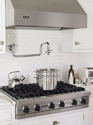 The six cast-iron high-output burners on this rangetop handle everyday cooking.