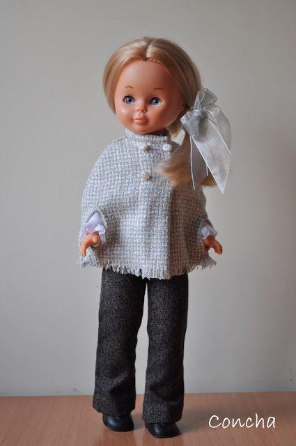 Nancy y mis conjuntos. Capa y pantalón gris.