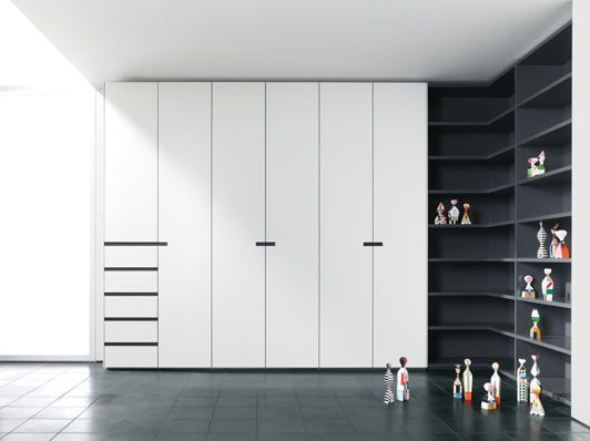 Cupboards Along The Entire Wall, With Some Shelves Interlübke