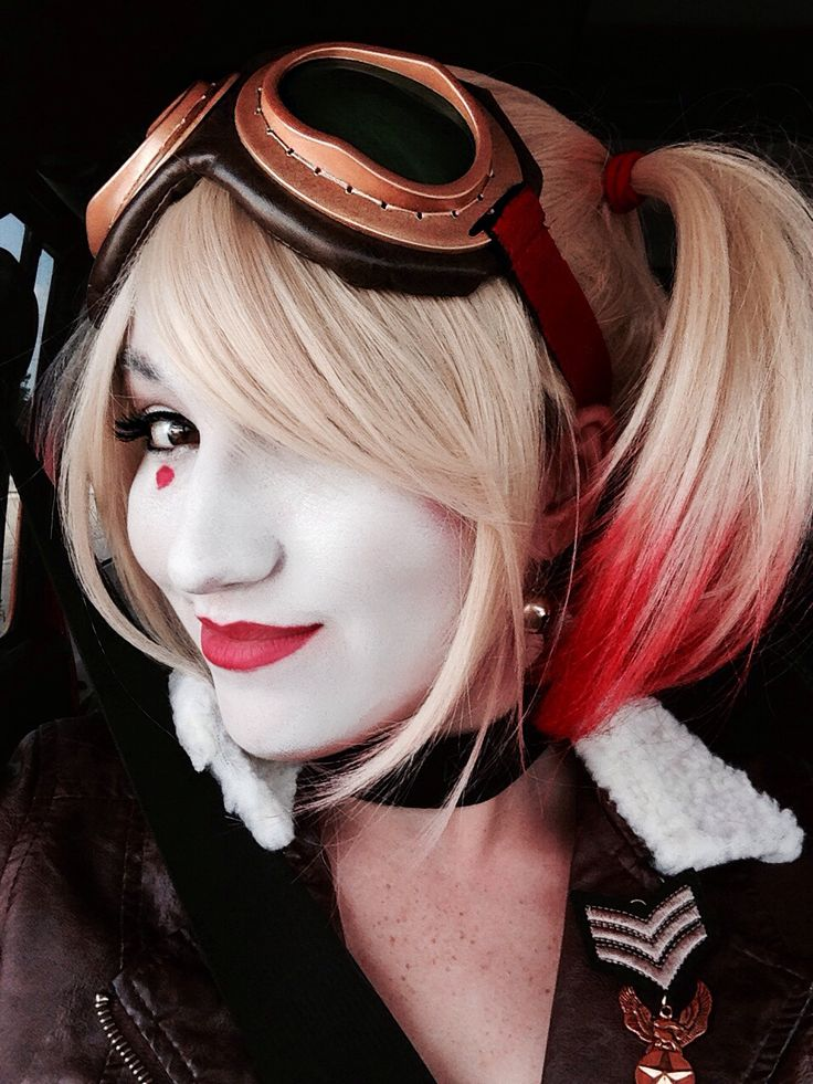 Character: Bombshell Harley Quinn (Dr. Harleen Quinzel) / From: 'DC Comics: Bombshells' / Cosplayer: Unknown