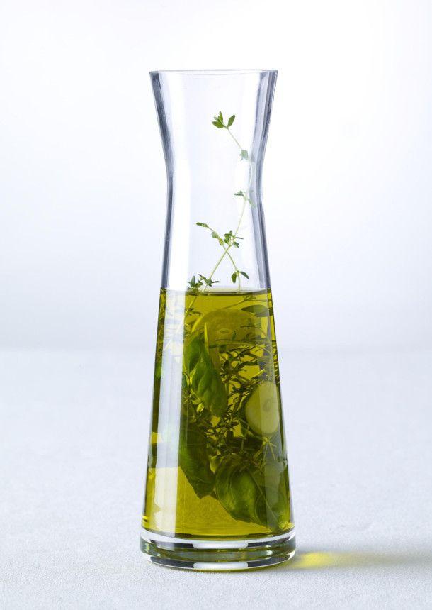 Unser beliebtes Rezept für Kräuteröl mit Thymian, Basilikum und Knoblauch (4 mal anders) und mehr als 55.000 weitere kostenlose Rezepte auf LECKER.de.
