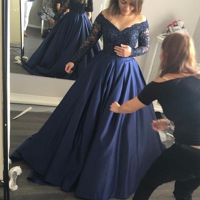 2018 Long Sleeve Prom Dresses with V Neckline Navy Blue Satin Prom Dress with Beadings Puffy Formal Evening Gowns