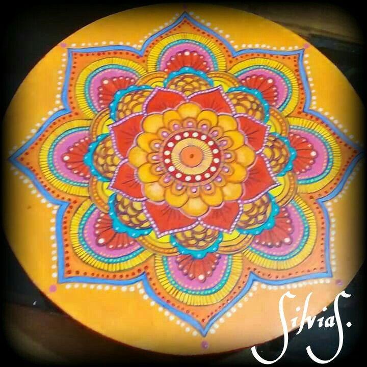 Mandala pintada a mano