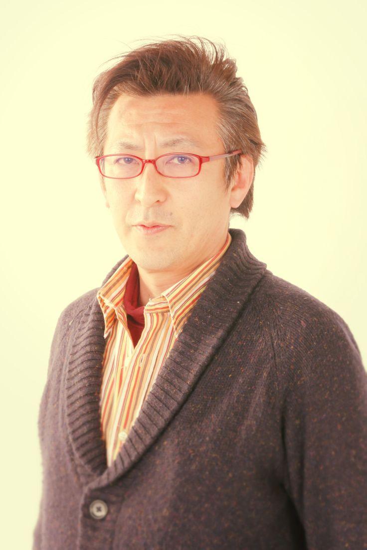 ゲスト◇高橋和勧(Kazuyuki Takahashi)1966年生まれ。東京都出身 内閣官房地域活性伝道師。 金融・コンサルタント業を経て俳優業へ転身。2010年市民参加型の新しい形の地域映画「商店街な人」を製作。 2011年ワップフィルム設立。理事長に就任。 映画を契機とした新たな価値創造、産業創出、地域連携を具現化。 全国各地で対話型上映未来セッションを推進している。 商店街再生、まちづくり、キャリア教育など多方面の講演、執筆多数。