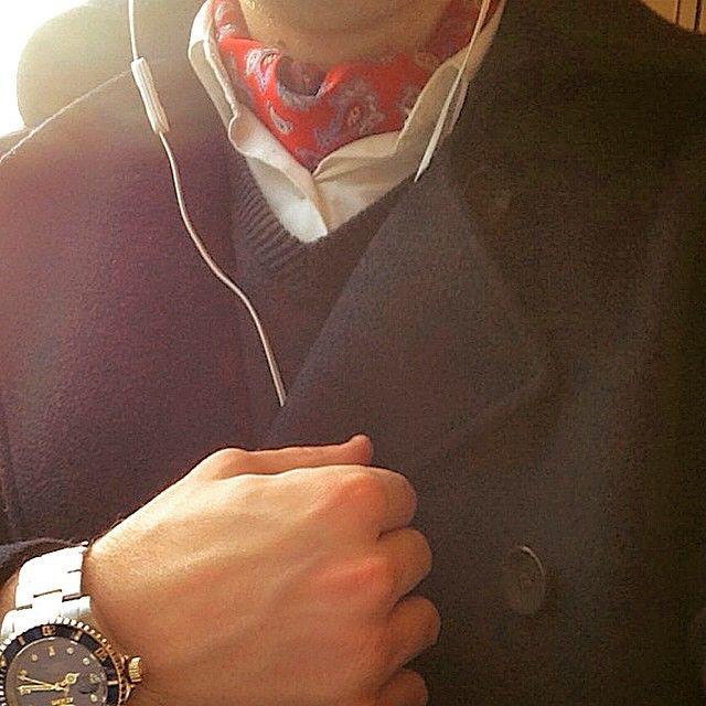 Sunday. #gentleman #preppy #preppystyle #fashion #ascot #neckwear #classy #coat #highfashion #hoghfashionmen #menswear #menswear #success #paperchase #grind #watch #goldwatch #classic #instafashion #herremote #mote #menswardrobe #wiw #wardrobe #handsome #dresstoimpress #ambitions #fashion #sunday #invicta