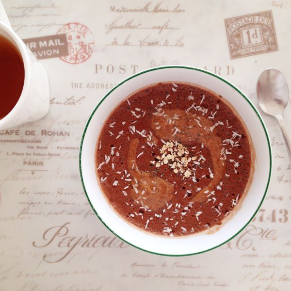 Porridge di avena cioccolatoso con banana e semi di chia   #vegan