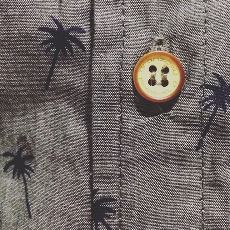 #details #aranzazufashion #collection #button #palmtrees #print #shirt #model name: François #menswear Shop online. Shipping worldwide