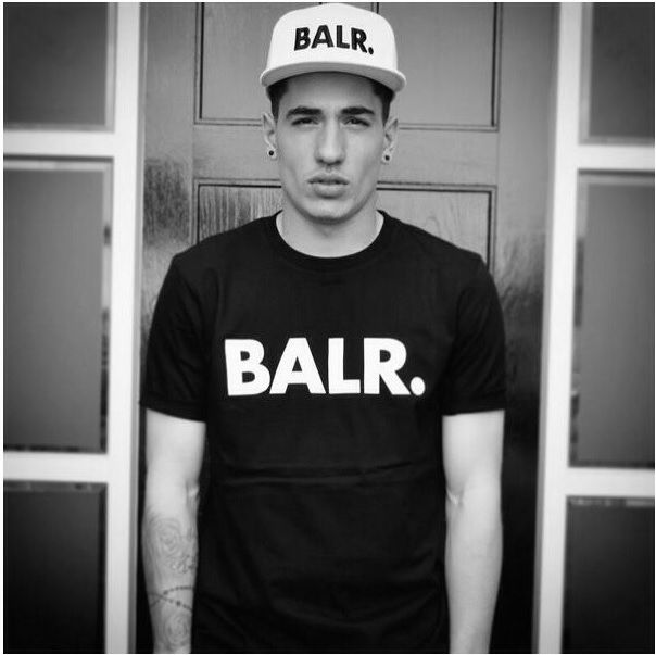 This Arsenal player is showing off his BALR. Brand shirt and cap! hector bellerin is smokin hot