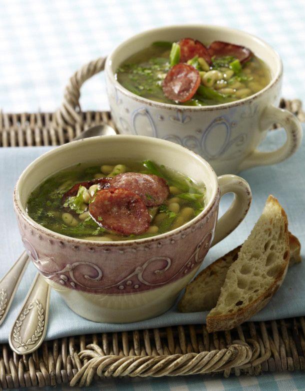 Unser beliebtes Rezept für Vorspeise: Klare Bohnensuppe mit grünen Bohnen, Flageolet und Cabanossi und mehr als 55.000 weitere kostenlose Rezepte auf LECKER.de.