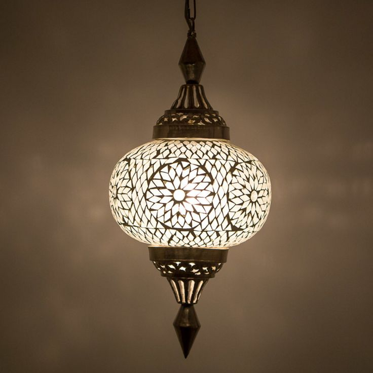 www.depauwwonen.nl  Dit model bestaat in meerdere kleuren. Ø 25 cm hoogte 50 cm Tags: #Turkse lamp, #Mozaiek lamp, #Turkse mozaiek lamp, #Arabische lamp, #Oosterse lamp, #Oriëntaalse lamp, #1001-nacht lamp, #Marokkaanse lamp, #Egyptische lamp, #Indiase lamp
