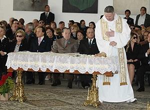 Padre Marcelo Rossi na missa de corpo presente para Hebe Camargo, realizada no Palácio dos Bandeirantes neste domingo