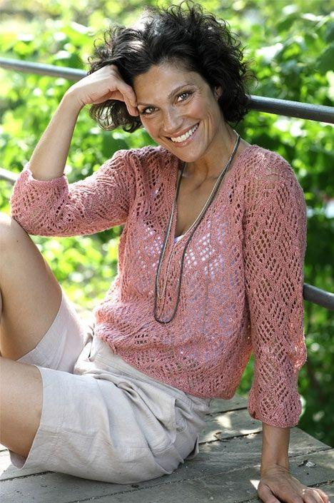 Strik selv: Rosa trøje med hulmønster - Hendes Verden