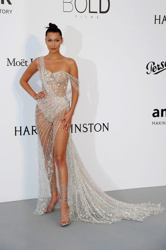 Bella Hadid w sukni Ralph & Russo na gali amfAR