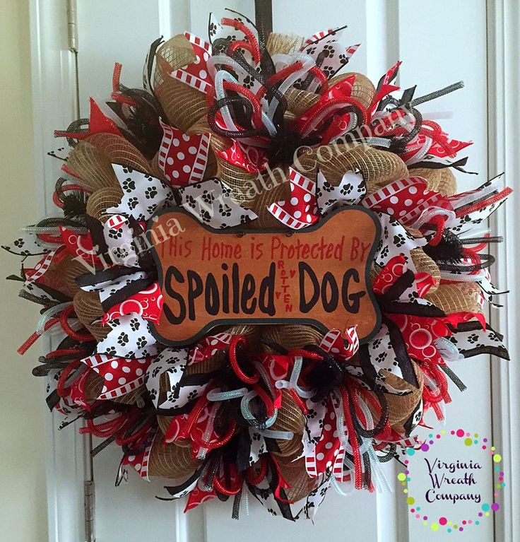 Christina Hammond-Brinker made this adorable wreath for dog lovers like herself. Christina is a member of our community of artisans in FB. Join our group and learn more crafts and selling it online from us! Follow this link to join: https://www.facebook.com/groups/GrowWithNancy/ #ShowAndTellTuesday