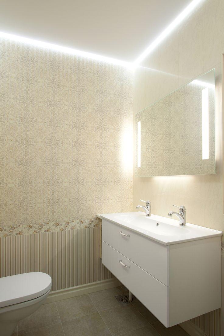 WC tilan Ninapinta matta sisäkatto, led nauha katon ja seinän välissä