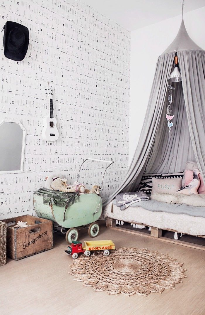 Vintage grey kids' room, love the macrame circle rug. #estella #kids #decor