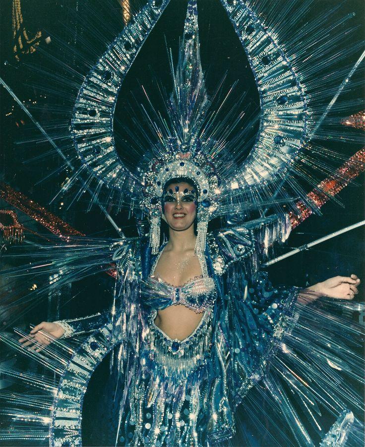 Fantasía En la cúpula del trueno Candidata año 1987 Diseñador: Luis Dávila Viera Representando a Circulo de Amistad XII de Enero Srta María Cristina Martín Calero