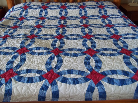 Patriotic wedding ring quilt
