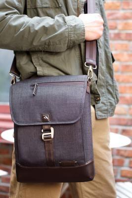 Collins Vertical Messenger - Indigo Chambray | Brenthaven.com #perfectbag