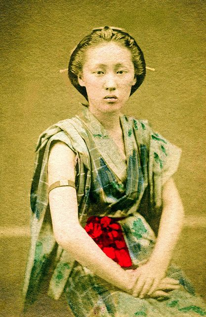 Denbouhada-no-Onna (伝法肌の女a rough-and-tumble woman), 1880s. She is wearing a type of yukata with the sleeves folded back, together with an armband that signifies a proud and talented woman who may turn down even great men.