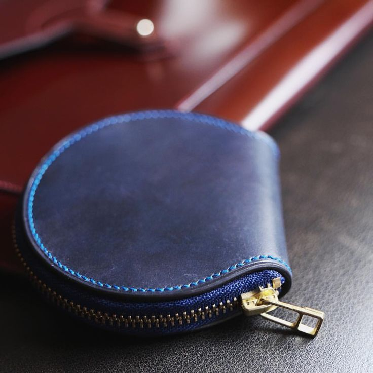 A small hand stitched coin purse in Italian cordovan. #leathercraft #leather #leathergoods #quality - tola.italo