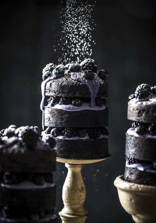 DOMINO:10 Wedding Cakes That Are Anything But Boring
