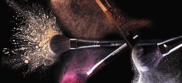 Professionele make-up penselen / make-up brushes van hoogwaardige kwaliteit om make-up eenvoudig en egaal aan te brengen. Het uitgebreide assortiment van Make-up Studio bevat professionele make-up penselen zoals oogschaduwpenselen, foundationpenselen, lippenselen, wimperpenselen en wenkbrauwpenselen.