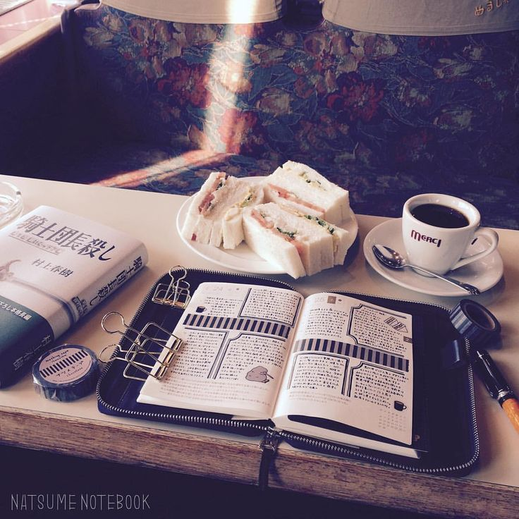 コーヒーとサンドイッチと新しい本で、発送ほぼ完了の打ち上げ。。! #ほぼ日手帳 #ほぼ日手帳オリジナル#ほぼ日 #手帳#日記#ノート#喫茶店#めるし#騎士団長殺し #村上春樹#ナツメテープ#コーヒー#サンドイッチ#マステ#マスキングテープ#万年筆#delta#デルタ#ドルチェビータ#ランチ#パン#coffee#読書