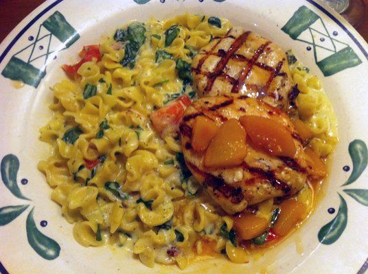 """Olive Garden Copycat Recipes: Moscato Peach Chicken."" I love this so much but can't find it on the menus anymore!"