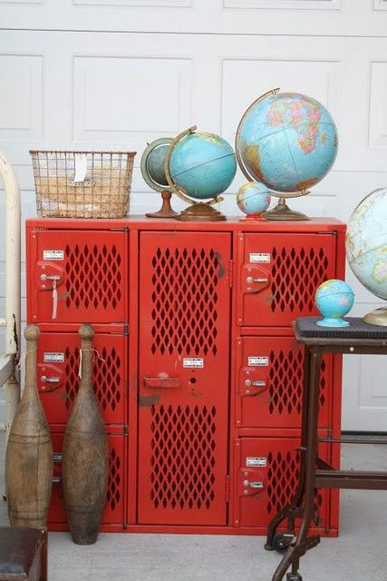 red lockers with turquoise globes...love