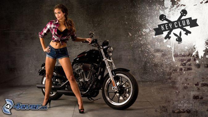 sexy magra ragazza bruna, Harley-Davidson
