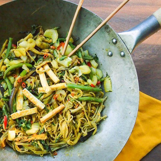 This veggie packed soba noodle stir fry is packed with eggplant, tofu, bok choy, green beans and a spicy peanut sauce
