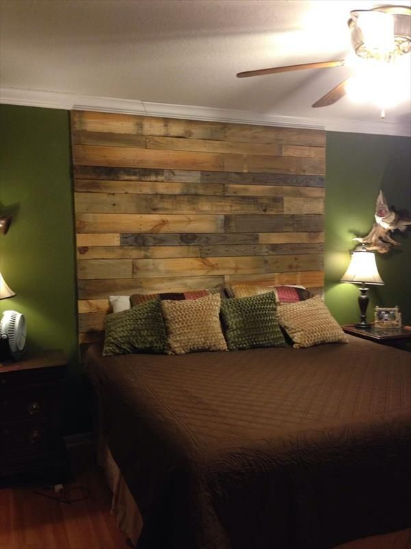 LOVE the warm look of this.... I just love these walls! 7 DIY Pallet Headboard Ideas | Pallet Furniture DIY