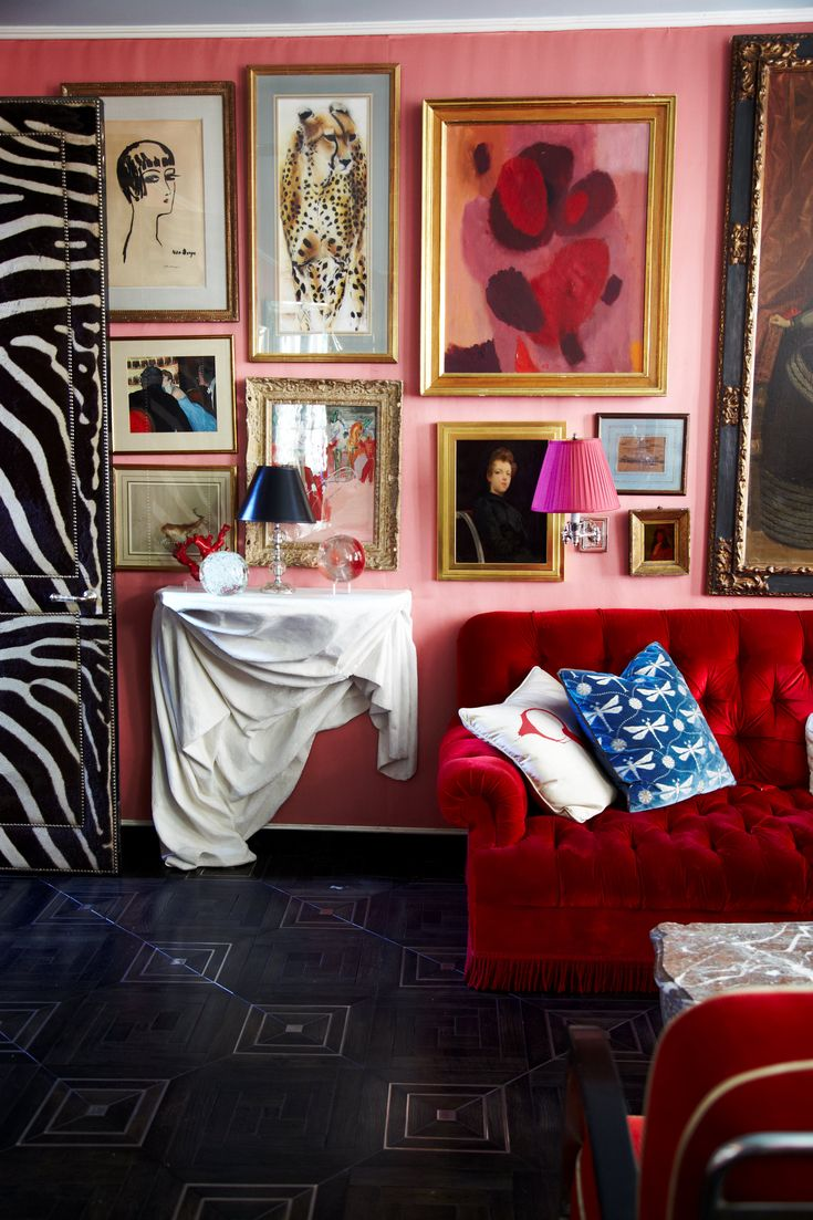Gorgeous red and pin living room featuring a lush velvet couch, original artworks and vintage lamps and light fittings! How divine!!