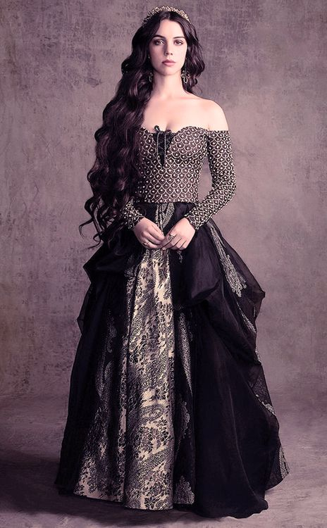 Queen Mary - She wears the simple, shoulder-less,black, and simply beautiful. Just just impressed with the her dress.