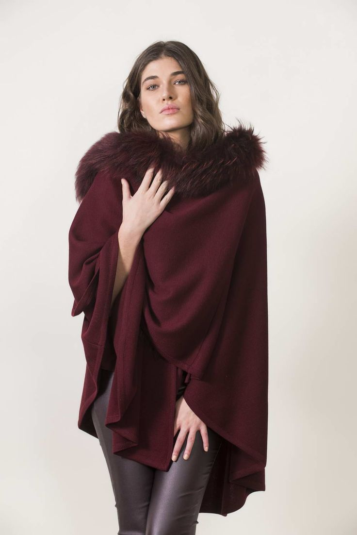 Πλεκτά με γούνα : Burgundy knitting cape with fur