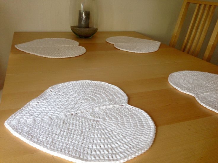 Heart-shaped table mats for a wedding gift, yarn Pingouin coton naturel 12 fils