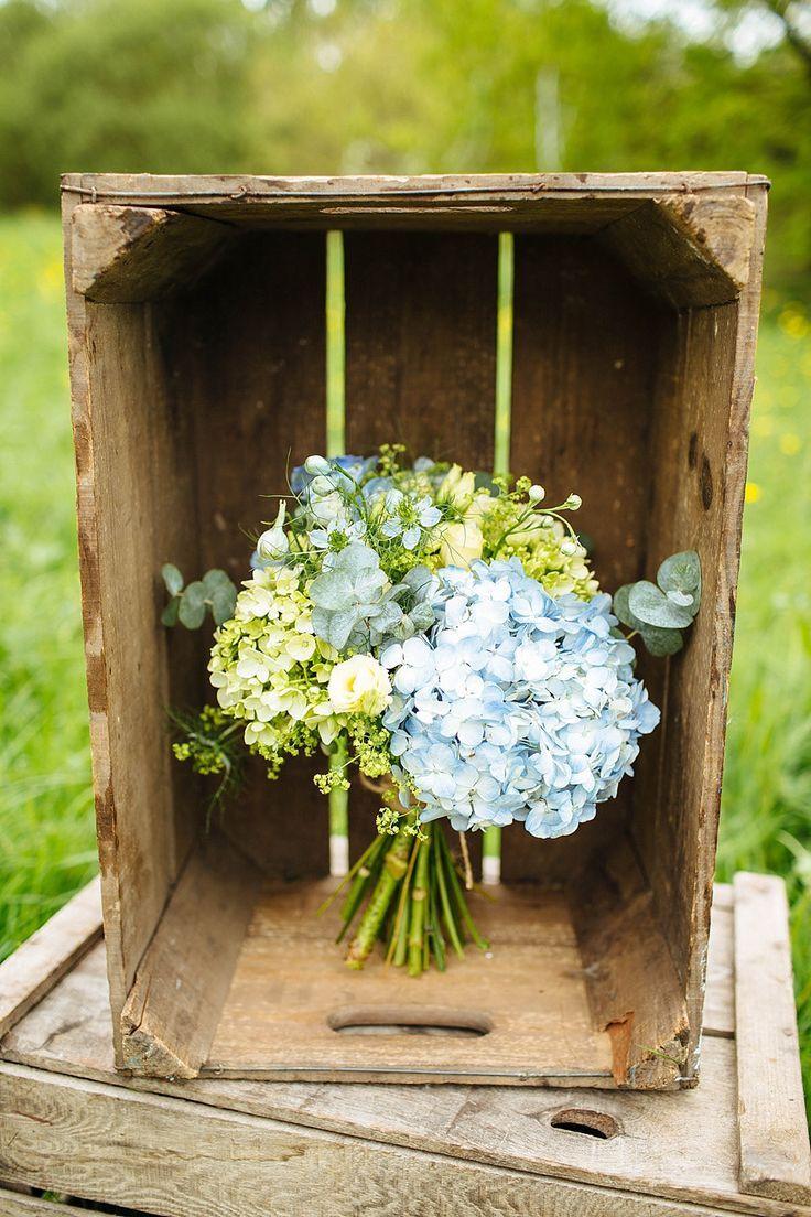 Laat in de lente / vroege zomer Rustieke outdoor bruiloft inspiratie in tinten geel …