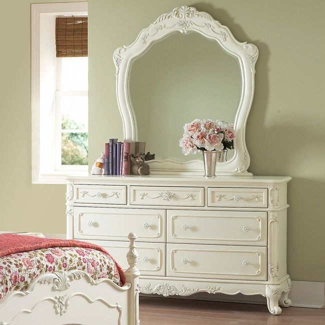 This kids' furniture set features Victorian styling with floral motif hardware, ecru painted finish and traditional carving details that create the feeling of a princess. This Fairytale Collection dre