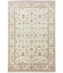Ziegler Teppich  Dieser schöne Ziegler Teppich 00010417 stammt aus Pakistan und hat die Farbe Beige. Der Teppich ist aus hochwertigem Material Handgesponnene Wolle gefertigt und ist 192x305 cm groß, was einer Fläche von 5.86 m² entspricht. Dieser Ziegler Teppich besticht durch eine aufwendige Fertigung und einer Florhöhe von ca. 7 mm.   Verarbeitung: Handgeknüpft