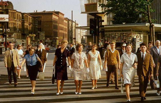 Passanten am Kurfürstendamm in Berlin, 1961