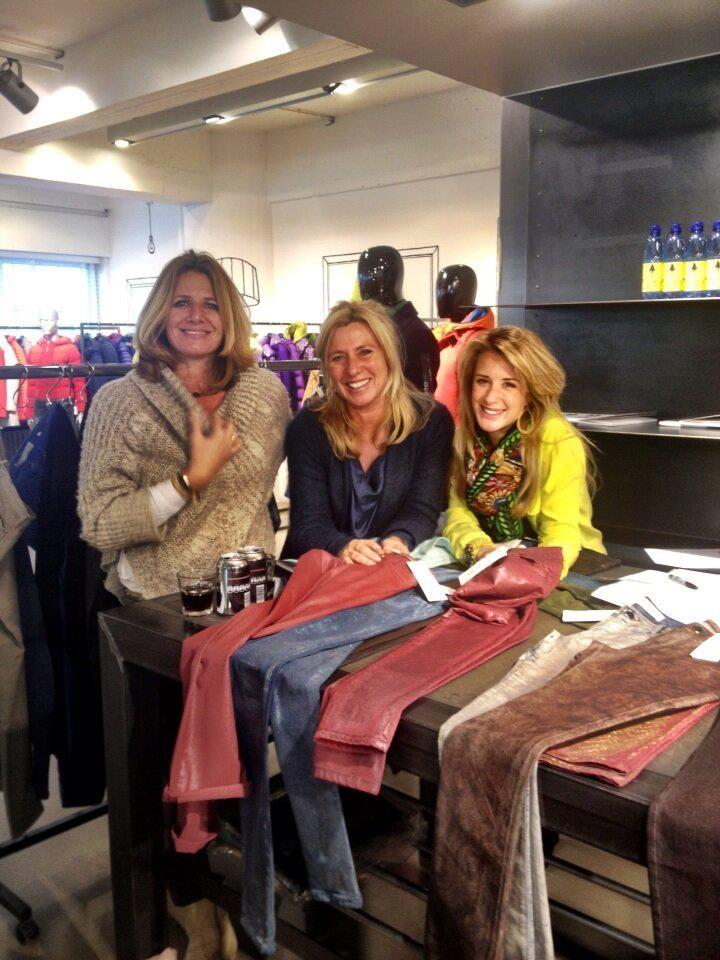 @Lisette van heeft de super gave broekjes van 75 Faubourg gekocht!! Deze zijn binnenkort bij ons verkrijgbaar!