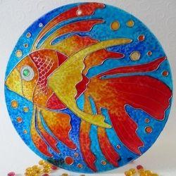 """Ručně malovaná vitráž - """"Rybka splněných přání"""" (kruh 15 cm) Hand Painted Stained Glass""""Rybka splněných přání"""""""